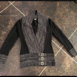 Venus brand size M V neck sweater top